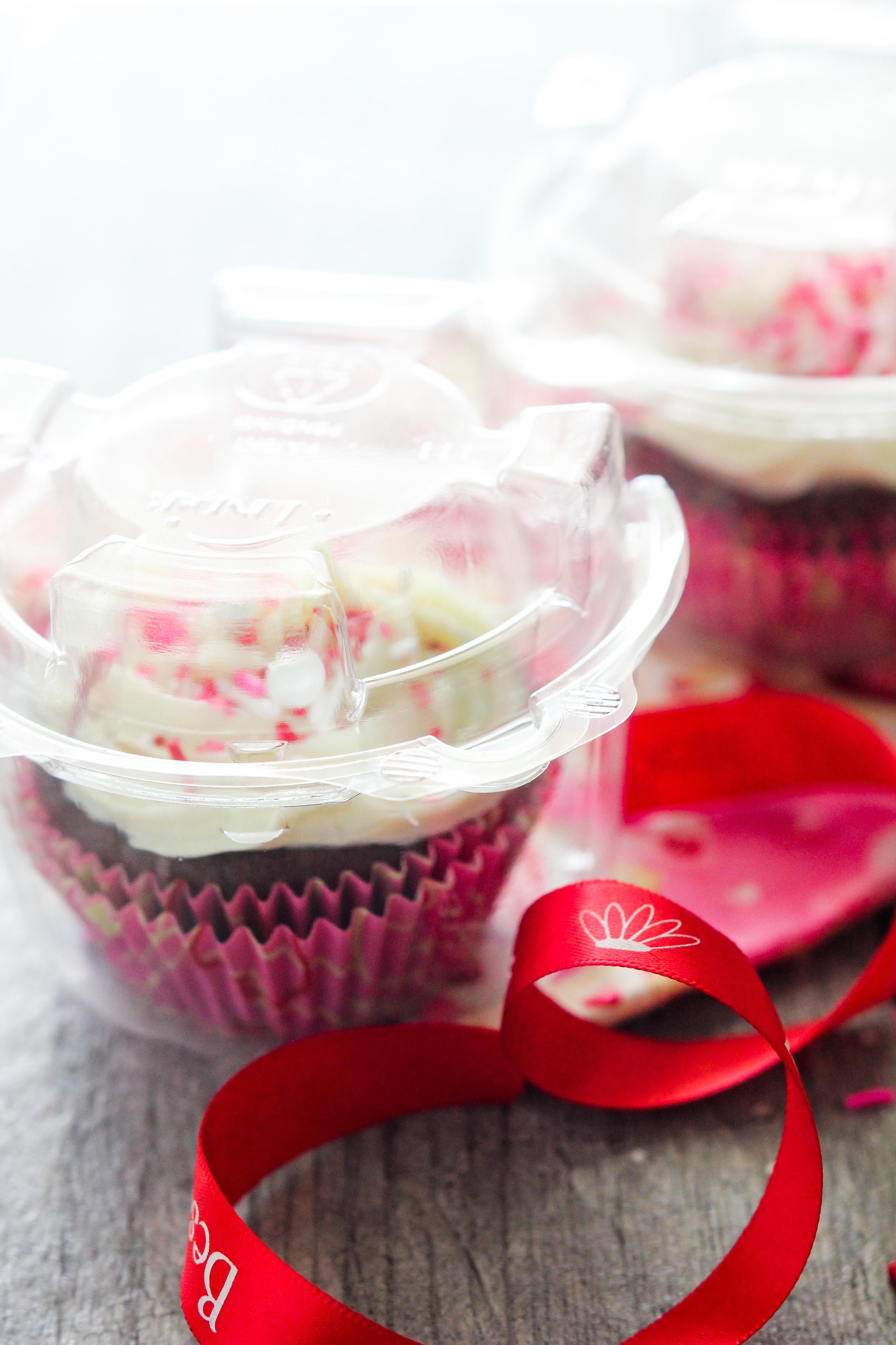 Fudge Filled Chocolate Cupcakes